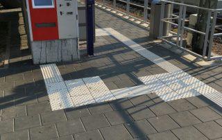 Bahnhof Wittingen, Bahnsteigplatte, Farbe anthrazit