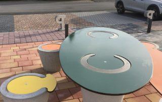 Concrete Ceat: Betonmöbel mit colorierter Kunststoffoberfläche